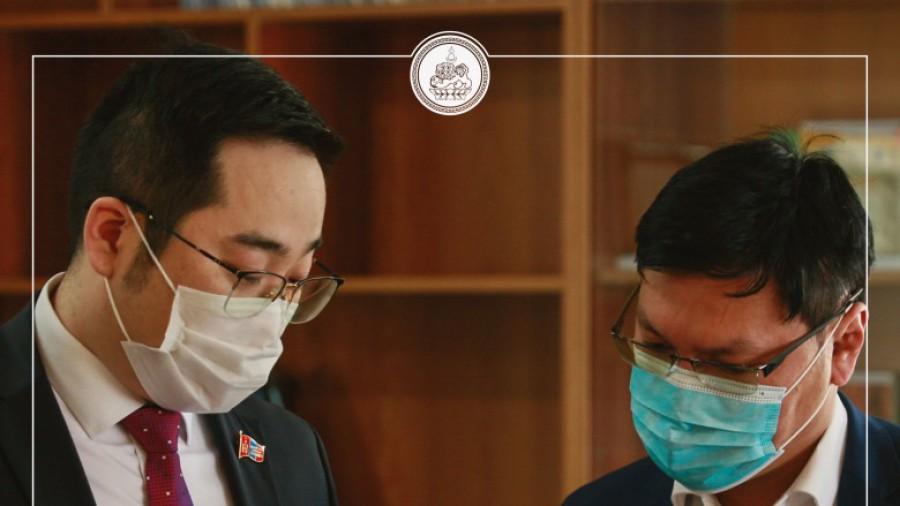 Баянзүрх дүүргийн ИТХ-ын дарга А.Баяр, ИТХ-ын ажлын албаны дарга Ч.Мэндсайхан холбогдох хэлтсийн удирдлагууд Баянзүрх дүүргийн жижиг дунд үйлдвэрийг дэмжих төвийн үйл ажиллагаатай танилцлаа.